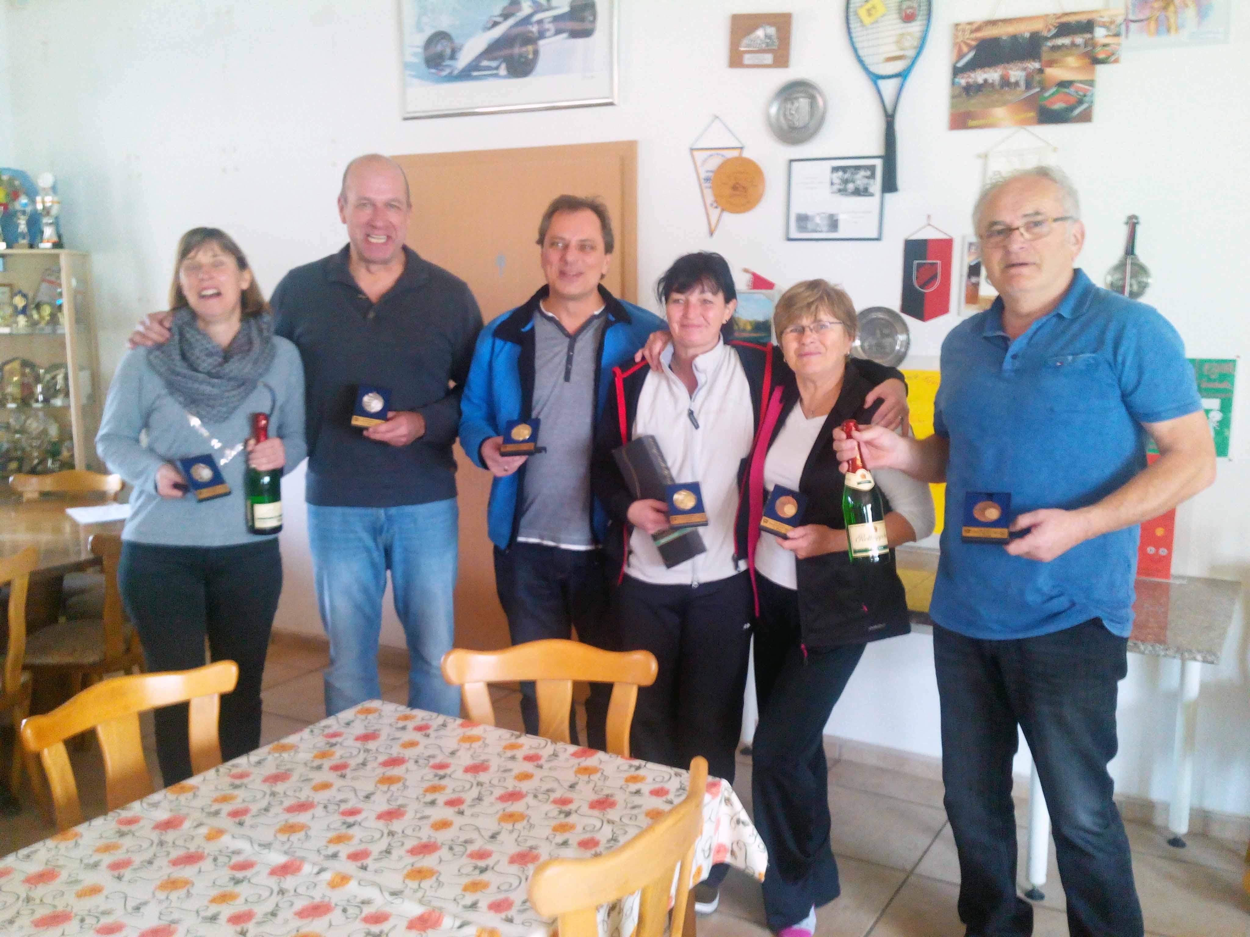 v.l.n.r.: Katrin und Steffen Rakette (TC Halle-Ost), Holm und Kerstin Griger (ESV Dresden) und Ingrid und Dieter Anders (TV Elsterwerda)